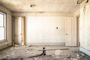 zniszczony pokój