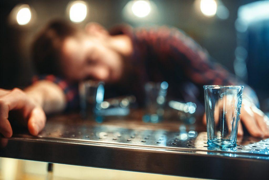 Alkoholik w barze